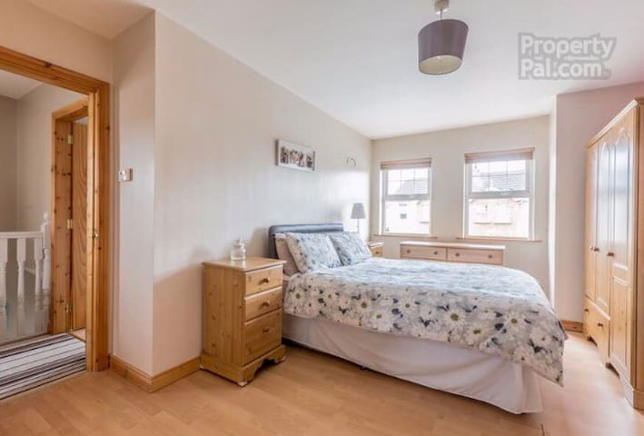 Armagh City Room with own ensuite bathroom!