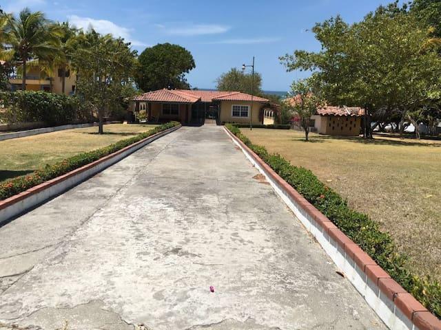 Beach Front House Playa Coronado A Piece of Heaven - Playa Coronado - Dům