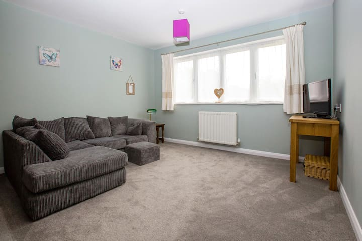 Quiet and comfortable private rooms in Knighton