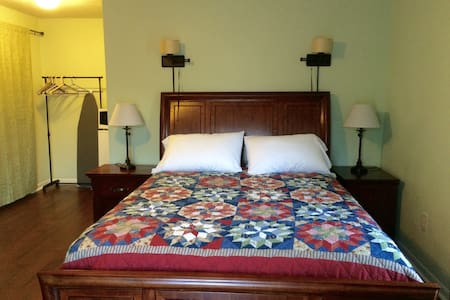 Large room with en suite bathroom - Harlingen - House