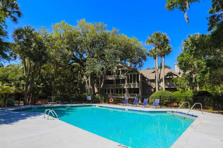 Peaceful retreat w/ community pool, renovated kitchen & option to purchase Beach Club amenity cards