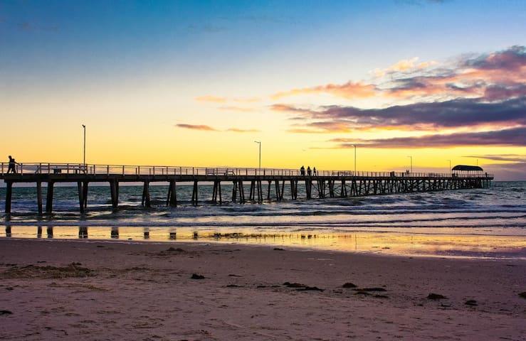 Beachside Stay - 300m from the beach - Henley Beach - บ้าน