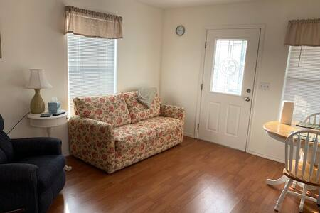 Cute and Cozy One Bedroom Park Model!