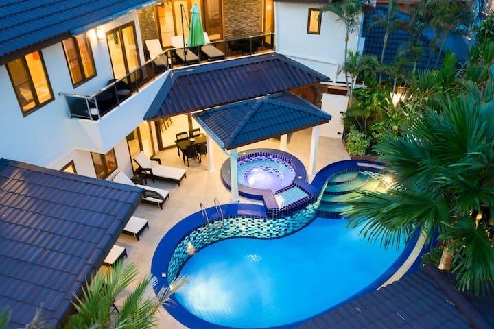 Luxury Pool Villa T1 near Walking Street / 4+1 BR