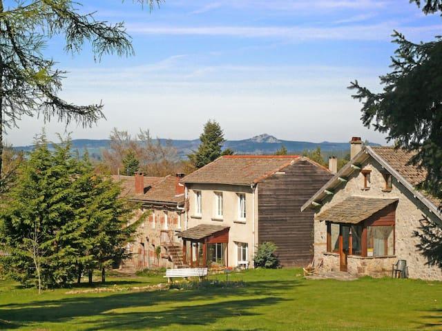 CAULMONT La maison des Sapins - Devesset - Guesthouse