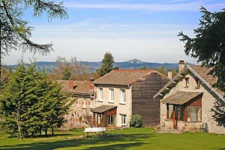 CAULMONT La maison des Sapins - Devesset - ゲストハウス