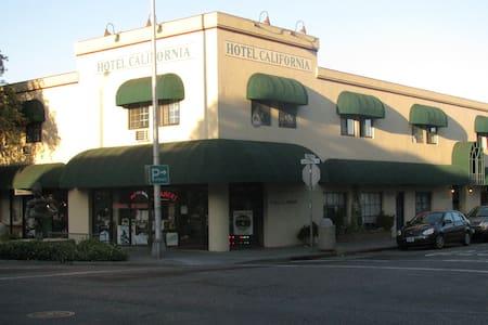 Hotel California - Palo Alto
