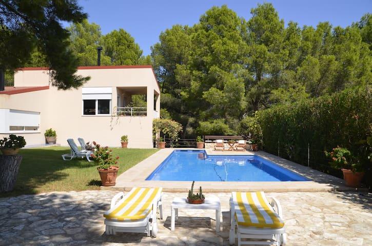 Villa con piscina, gran extensión de césped y BBQ - L'Ametlla de Mar - Alpstuga