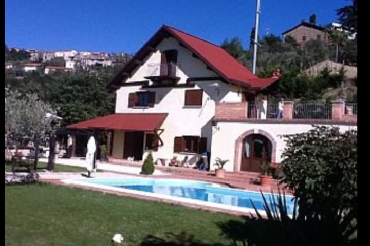 Villa with private swimming pool - Fragneto Monforte