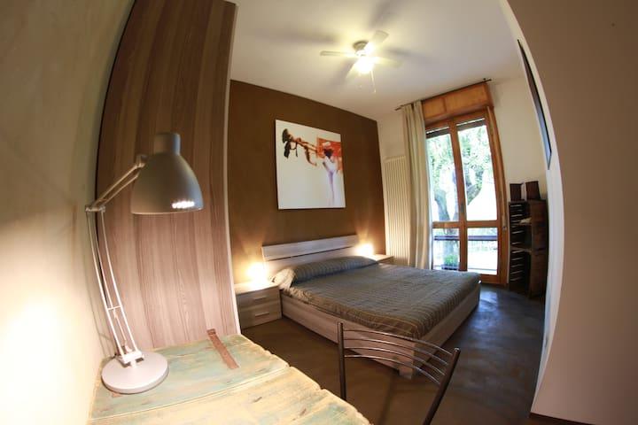 camera cioccolato: letto matrimoniale  letto singolo bagno in camera