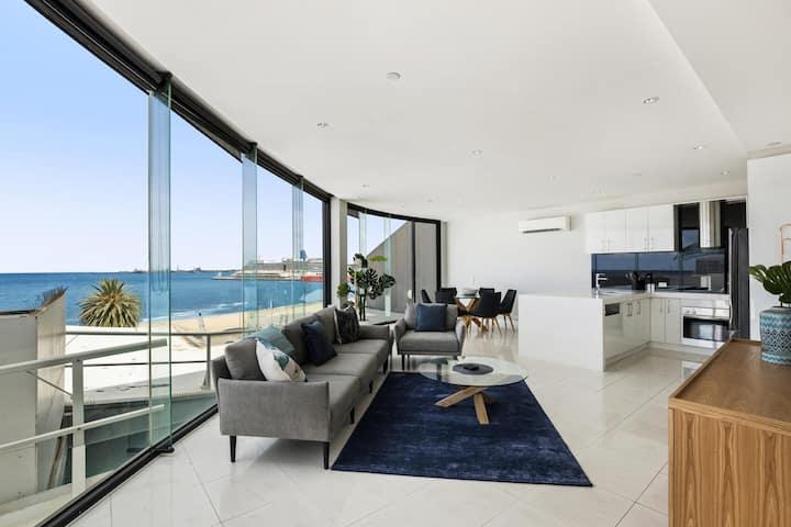 Stylish Bayside Living with Panoramic Views