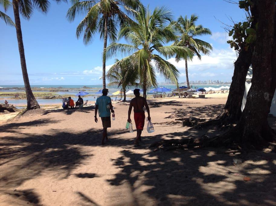 Praia de itapua a 300 mts