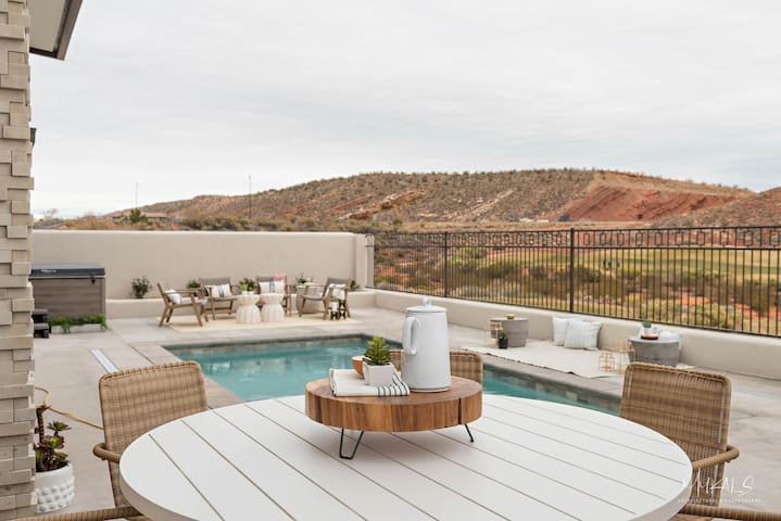 HEATED PRIVATE POOL - Zion Entourage Suite - South
