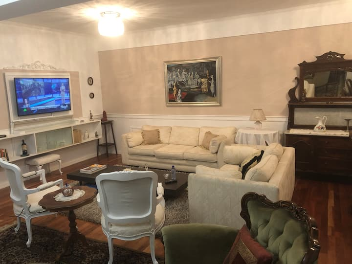 Aristocratic Apartment for Business and Families