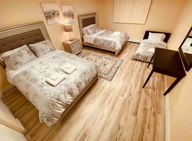 (Bedroom #8) 2 queen size beds and 1 twin size bed. (Downstairs)