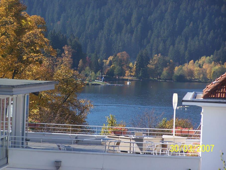 Petite vue lac en automne (photo zoomée)
