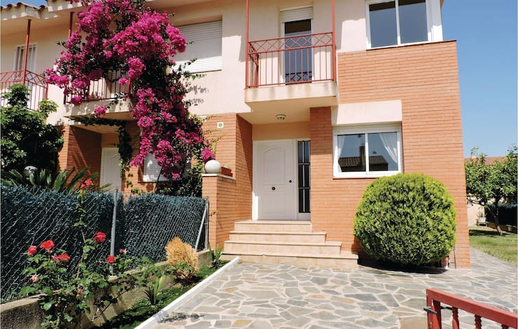 Semi-Detached with 3 bedrooms on 90m² in Miami Playa