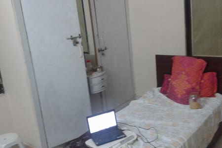 Private Room with Food and Wifi at Begumpet..! - Hyderabad - Apartment