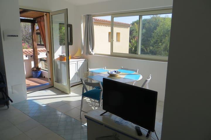Ampio bilocale indipendente con terrazza/veranda - Rena Majore