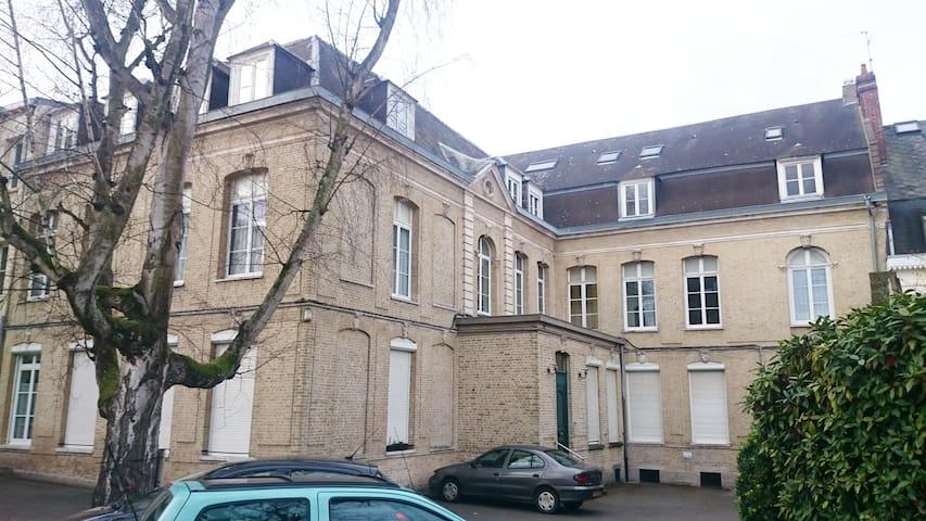 AGRÉABLE STUDIO AU CŒUR DE LA VILLE DE SAINT OMER - Saint-Omer - Συγκρότημα κατοικιών