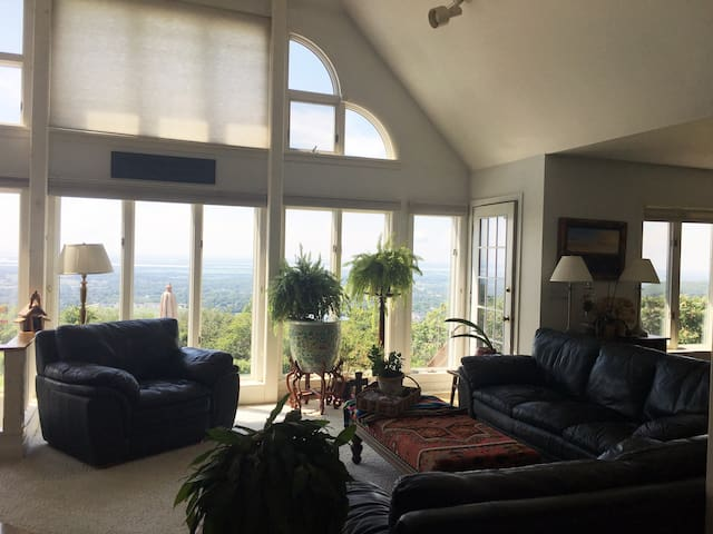 Incredible Views-Cozy Private Room-Quaint Vermont!
