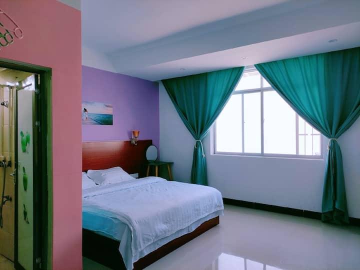 東寓-半岛公园温馨靓丽装饰大床401