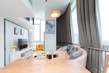 绿地LOFT可住五人 地铁周边时尚,近万达广场,直达机场,西客站,南锣鼓巷,北海