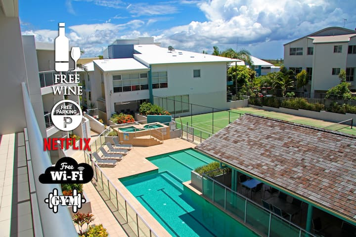 1BR Coolum Beach 🌴Roof Terrace😎Spa💦Tennis🎾Pool