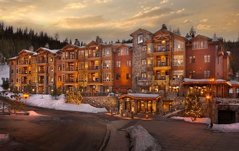 Ski-in/Ski-out Northstar Lodge Studio (400-495 SF)