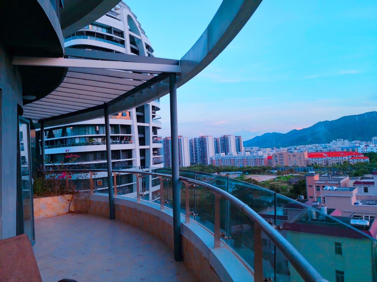 阳台左侧 Balcony Left-side View