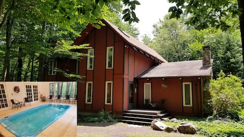 INDOOR HEATED POOL - POCONOS - ENJOY THE COUNTRY