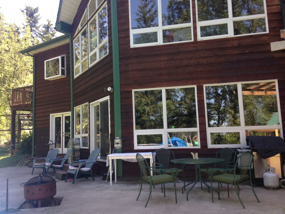 Friendly space to socialize, enjoy forest view