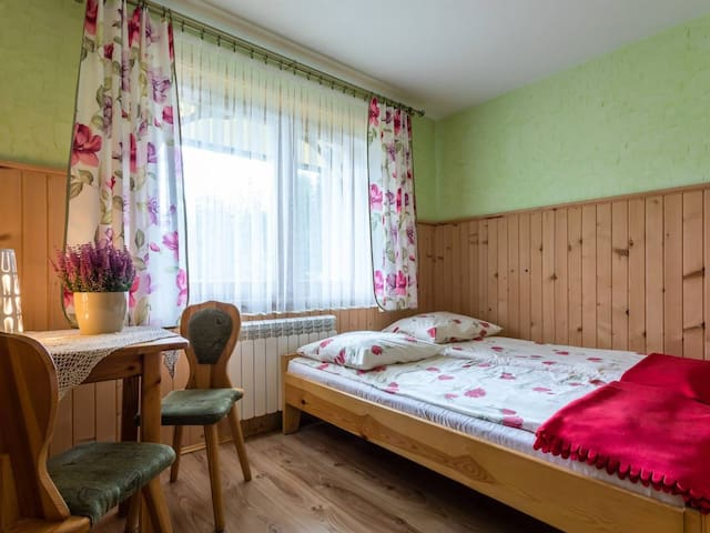 Pokój 2-osobowy z balkonem i śniadaniem (BB)