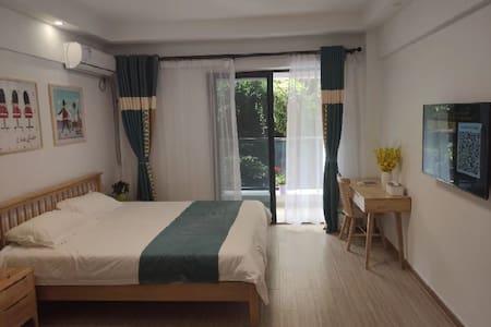 嵊泗县菜园镇中心地段步行街酒店式度假公寓(多套)