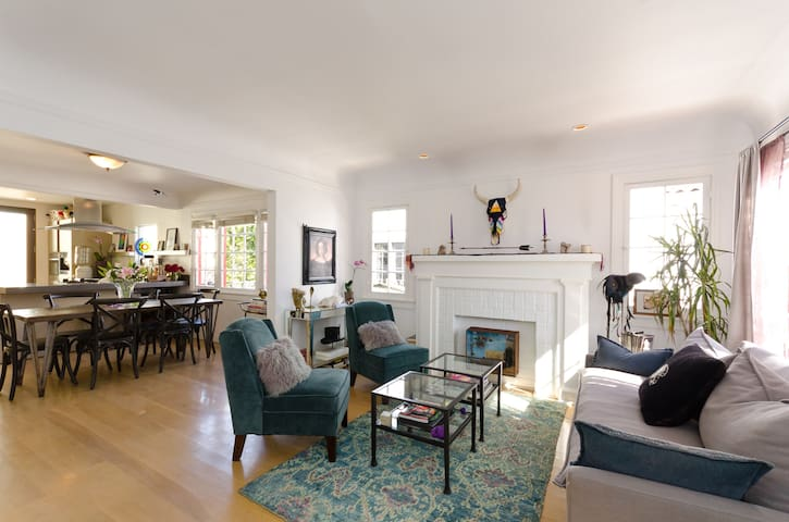 Cottage steps from Beverly Hills & WeHo!