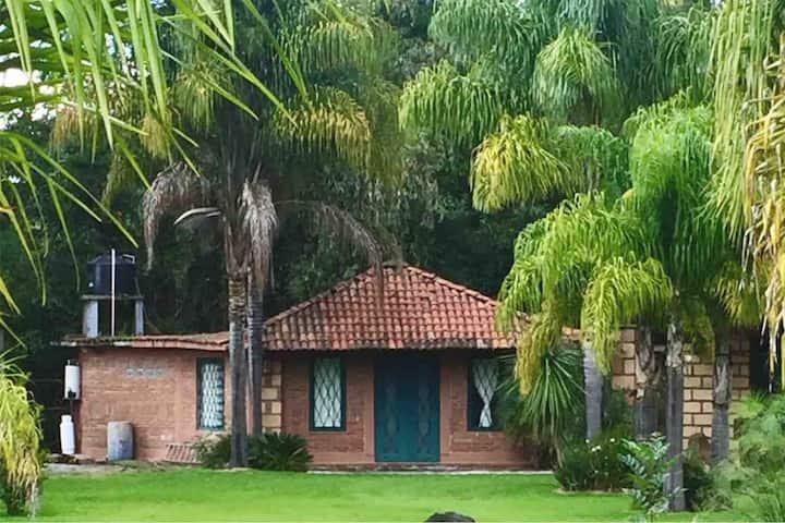 Cabañas & Casas entre Patzcuaro y/o Morelia. (Río)