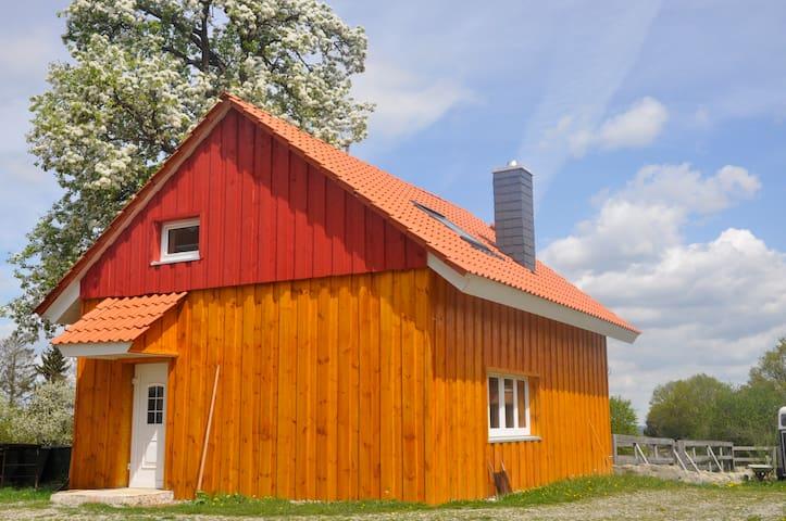 Ferienhaus auf dem Lande (kleiner Reiterhof) - Illmensee - Rumah Tamu