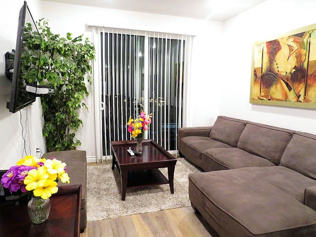 Relaxing brand New 3 Bed/2 Bath Unit