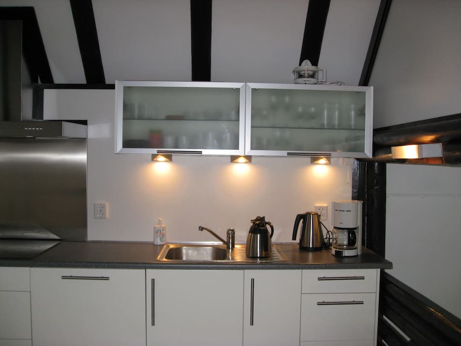 Moderne keuken met alle gemakken