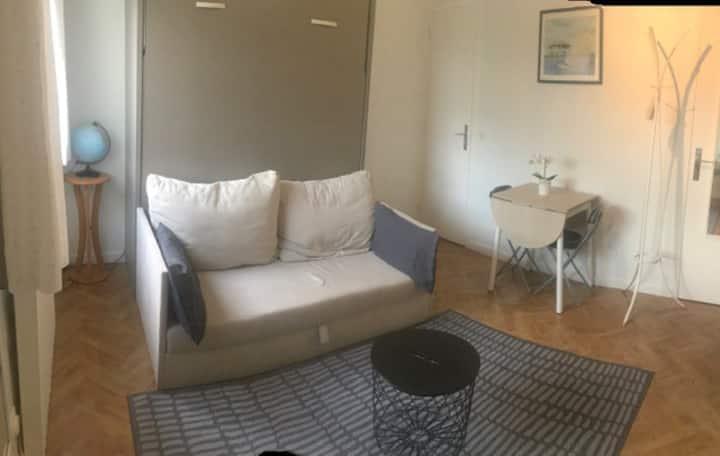 Studio cosy, proche plage, vrai lit et parking
