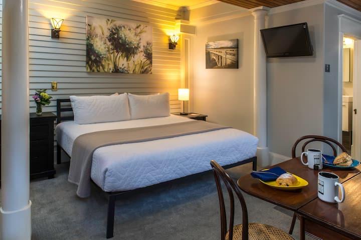 Terrace Room - Inn At The Gorge