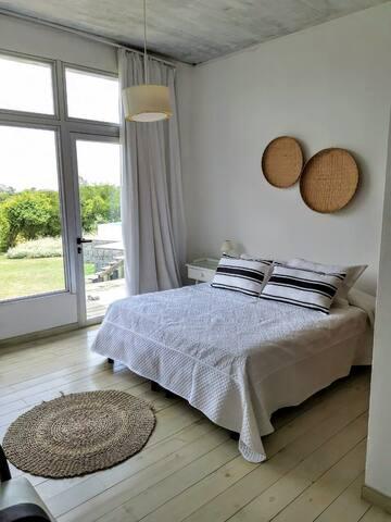 Cuarto matrimonial 2 - con posibilidad de hacer 2 camas separadas.  Second room in suite with posibility to split in 2 beds.