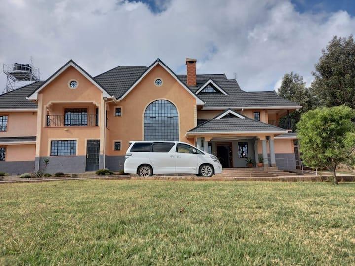 Abi's Luxury Villa by Hill crest drive.