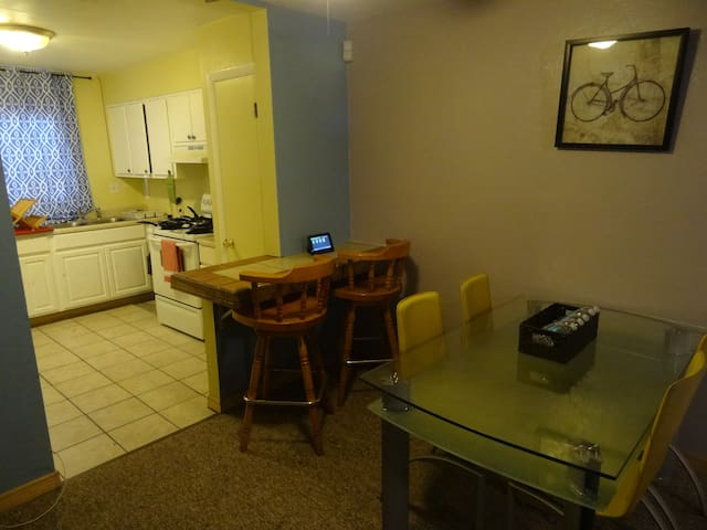 Best Deal N Town #3 of #5-3 bedroom - Gainesville - Talo