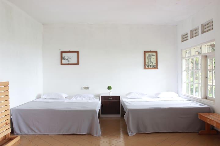 Escape House Family Bedroom - Bandung - Villa