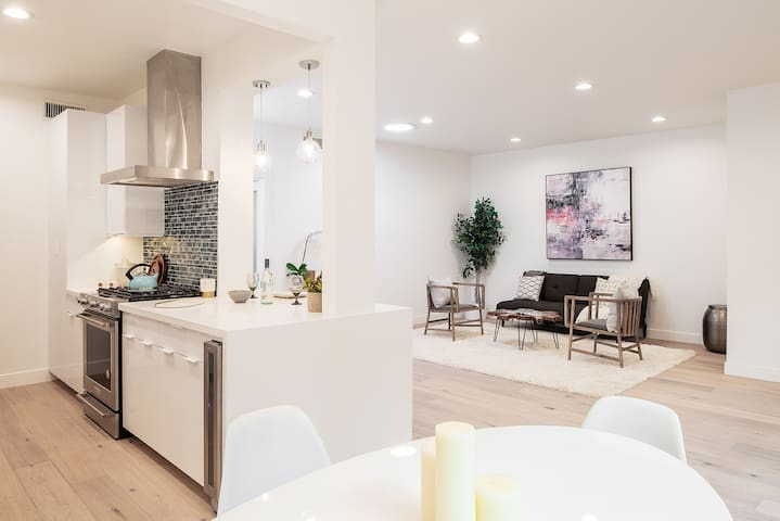 NEW Off Melrose Ave Apartment in West Hollywood