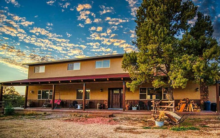 Red Hollow Ranch - Huge Home Sleeps 20