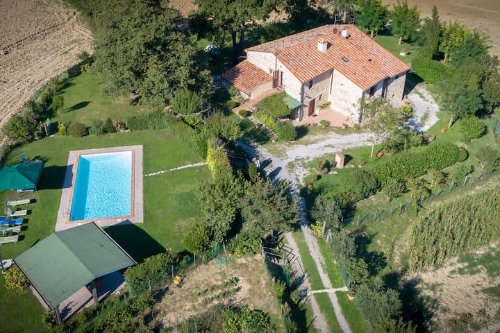 Modern Villa in Radicofani with Pool