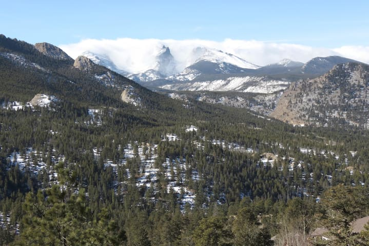 Gorgeous Views of Peaks in Rocky Mountain National