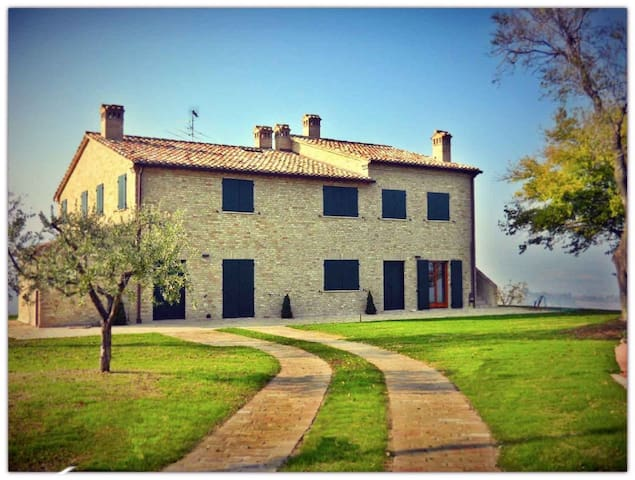 Amazing stylish casale with pool in Le Marche